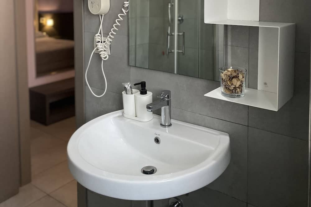 Paaugstināta komforta vienvietīgs numurs, 1 lielā dvīņu gulta - Vannasistaba