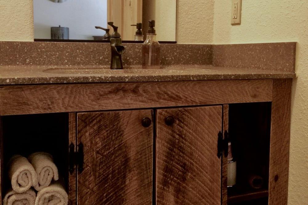 Стандартный люкс, 2 двуспальные кровати «Квин-сайз», для некурящих - Ванная комната