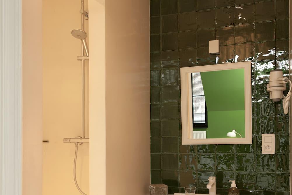 Dobbeltværelse med dobbeltseng eller 2 enkeltsenge - eget badeværelse - byudsigt (VEGETAL) - Badeværelse