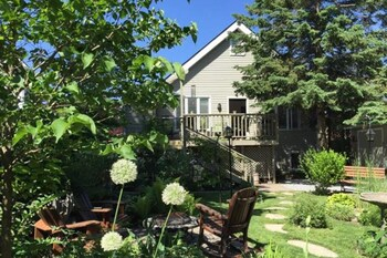 Picture of 2 Moon Cottage Bed & Breakfast in Niagara-on-the-Lake