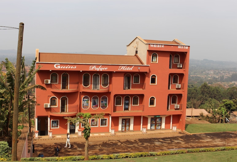 Guins Palace, Bafoussam, Hotel Front