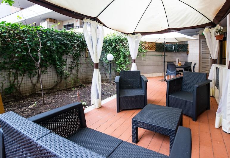 Domus Al Parco Guest House, Fiumicino, Comfort-lejlighed - 2 soveværelser, Terrasse/patio
