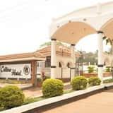 Colline Hotel, Mukono