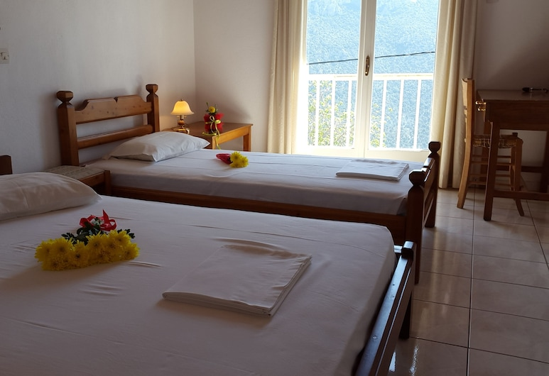Epic Rooms, Delfos, Habitación triple estándar, para no fumadores, vista a la montaña, Habitación