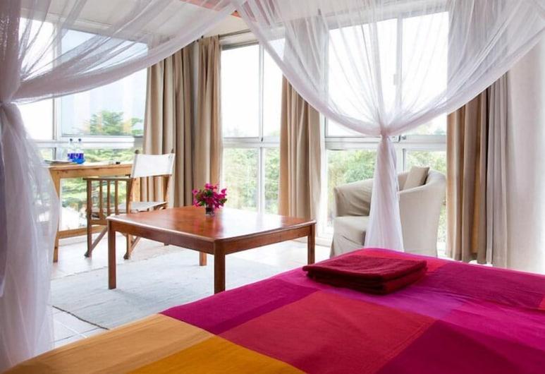 Q-Bar & Guest House, Dar es Salaam, Luxury Room, Guest Room