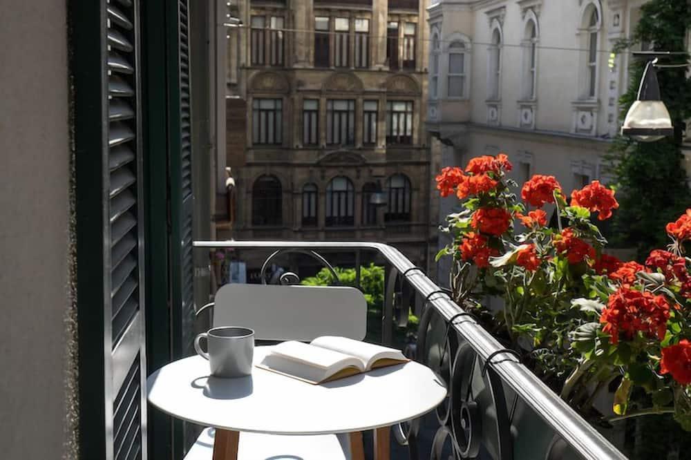 Liukso klasės numeris, balkonas - Balkonas