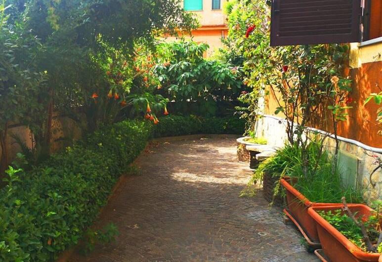 Naples Experience Backpackers Hostel, Neapel, Trädgård