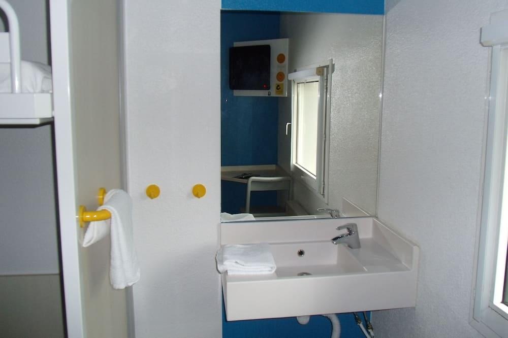 Double Room, Multiple Beds - Bathroom