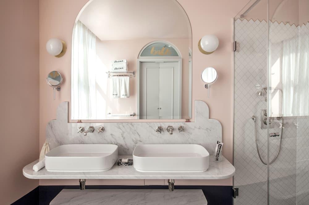 Zimmer (Henrietta) - Badezimmer