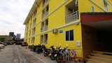 Book this Parking available Hotel in Thon Buri