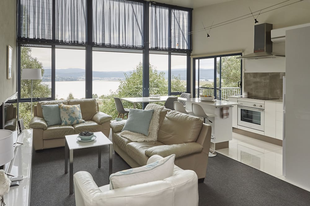Vines Luxury 1 Bed - Living Room
