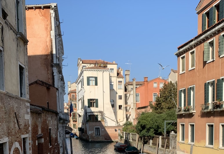 Home Lovers, Venice, Front of property