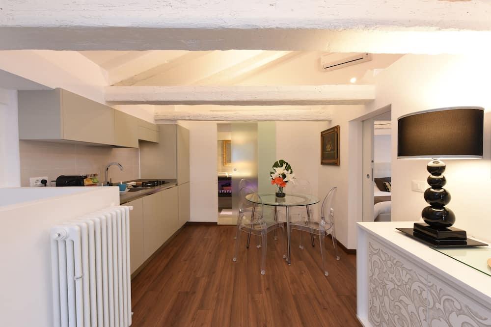 Išskirtinio dizaino mansarda, 2 miegamieji (San Polo Calle del Tabacco 2487) - Svetainės zona