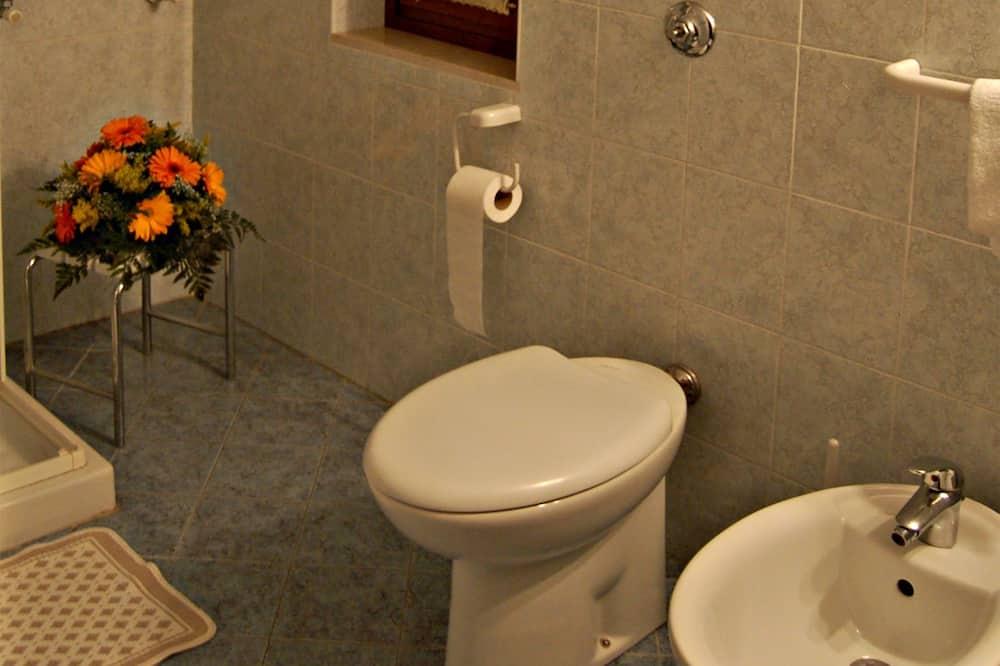 Double Room (Dependance, San Polo 1104) - Bathroom