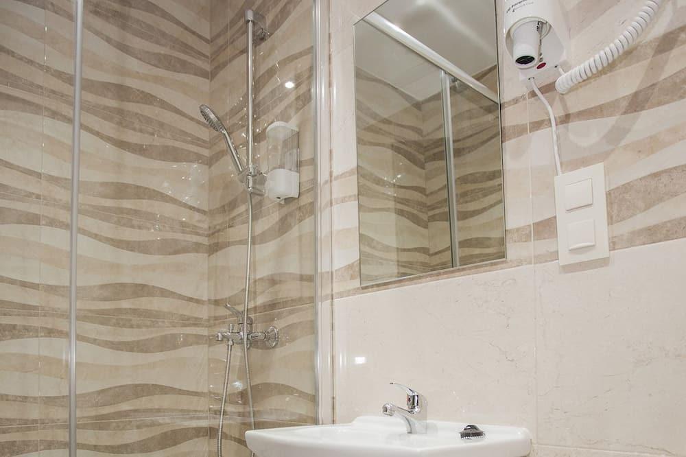 Trivietis kambarys, atskiras vonios kambarys - Vonios kambarys