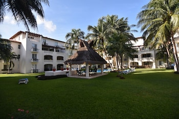 Gambar Isla del Sol Two Bedroom Apartment di Cancun