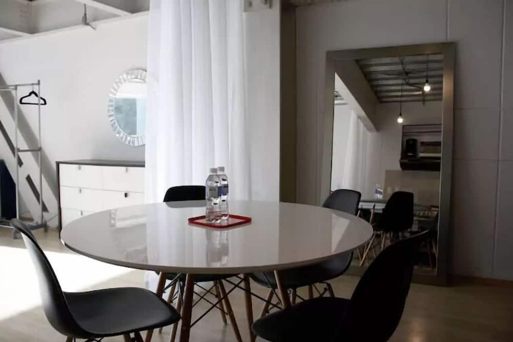 公寓, 露台 - 客房餐飲服務