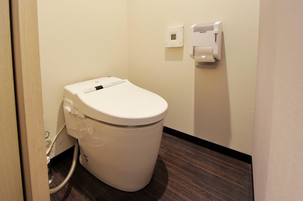 Grande Room, Smoking - Bathroom