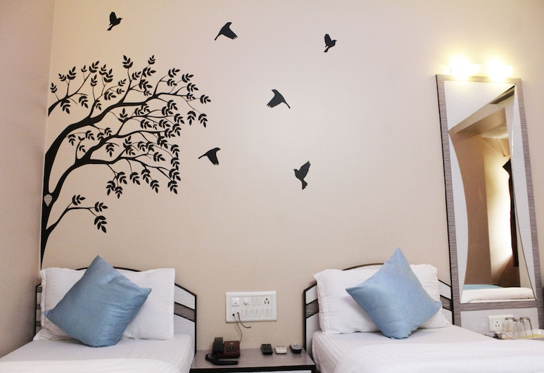 Hotel Broadway, Mumbai, Deluxe Triple Room, Guest Room