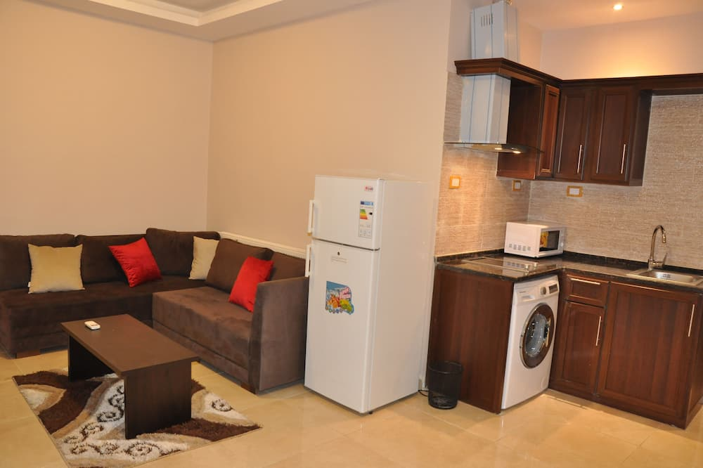 Superior Apartment, 2 Bedrooms, Accessible, Executive Level - Living Room