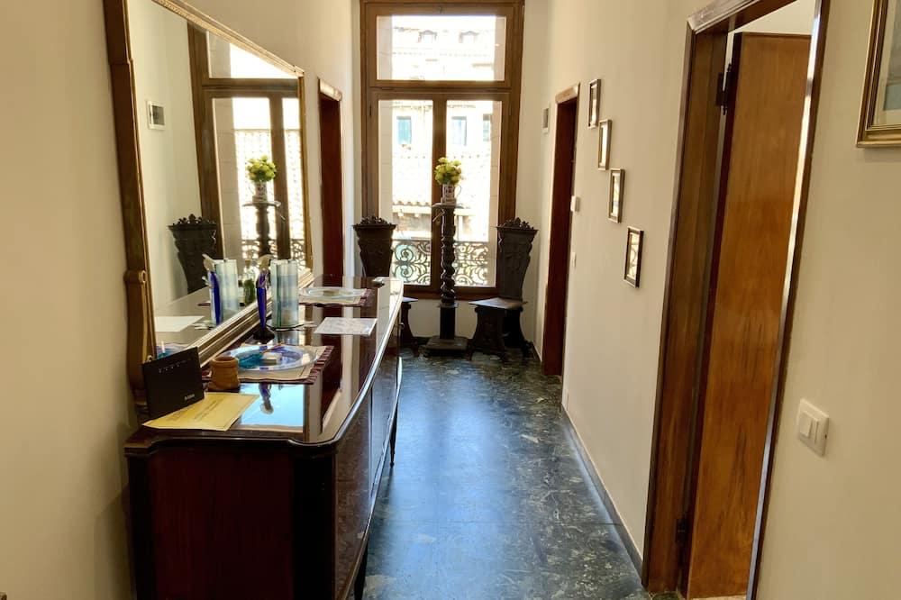 Comfort Triple Room, Shared Bathroom - Living Area
