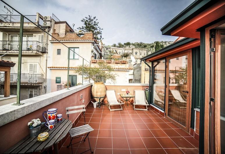 อิลเจลโซมิโน เอ อิลการ์เรตโต ทาออร์มินาเซ็นเตอร์, ทาโอร์มินา, พาโนรามิกดูเพล็กซ์, 2 ห้องนอน, 2 ห้องน้ำ, วิวเมือง (Il Gelsomino), ลานระเบียง/นอกชาน