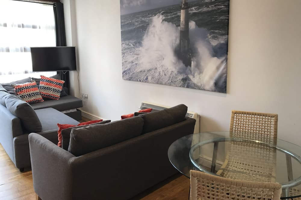 Apartment, Private Bathroom, City View (York Road) - Lounge