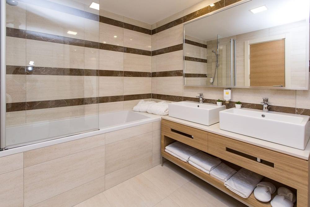 Deluxe Süit, 1 Yatak Odası, Deniz Manzaralı, Kule - Banyo