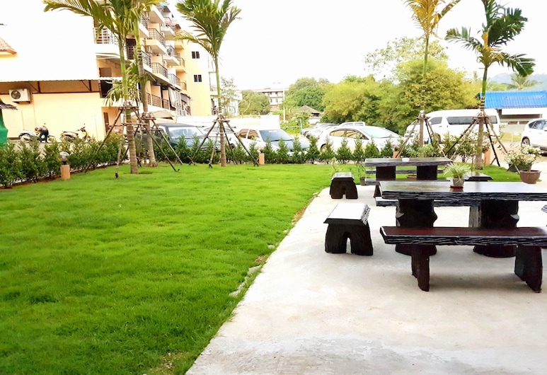 OYO 1147 The Moment Hostel, Krabi, Terrein van accommodatie