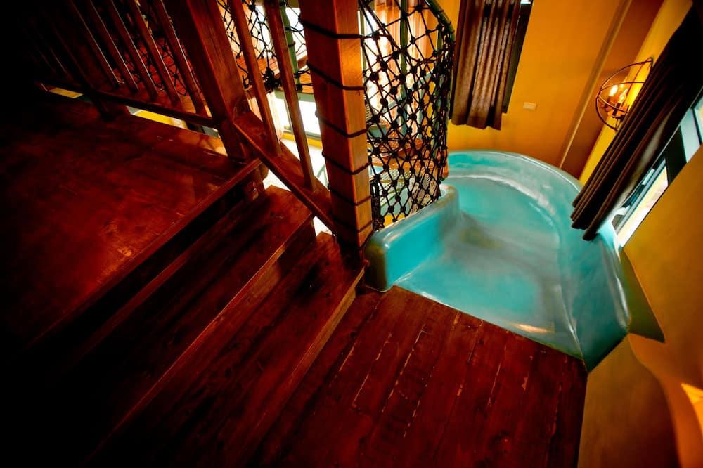 Signature ärkliruum, 1 magamistoaga, rõduga, vaade järvele - Laste teematuba