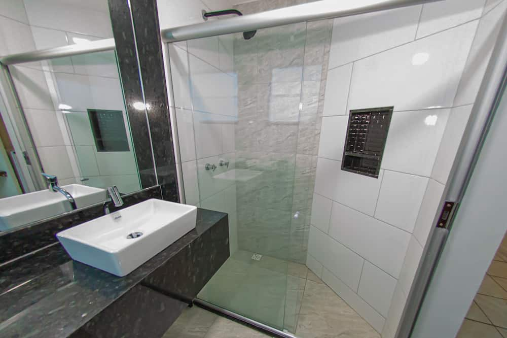 Трехместный номер, 3 односпальные кровати - Ванная комната