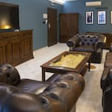 Grand Studio Suite, 1 Bedroom, Partial Lake View - Living Area