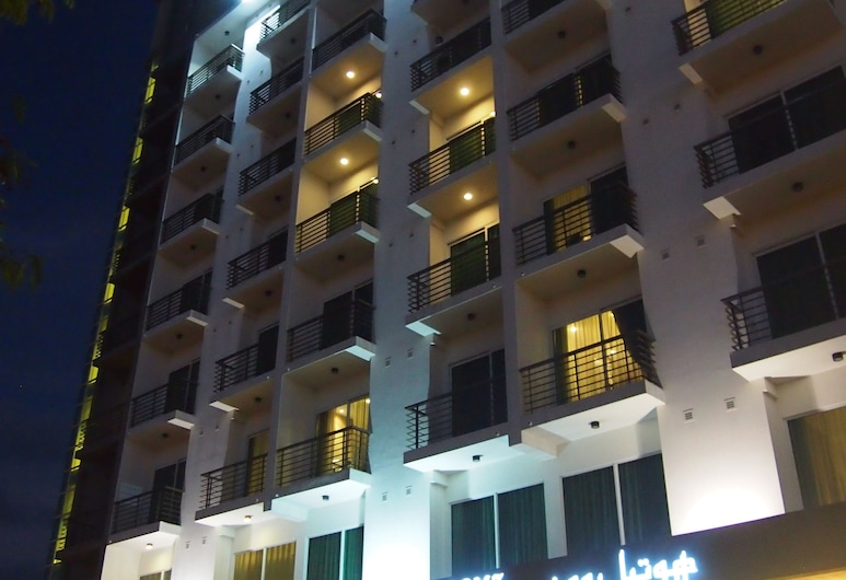 RoomZ Hotel, Seria, Hotel Front