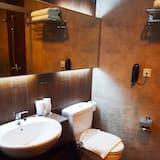 Standard Queen With Balcony - Bathroom