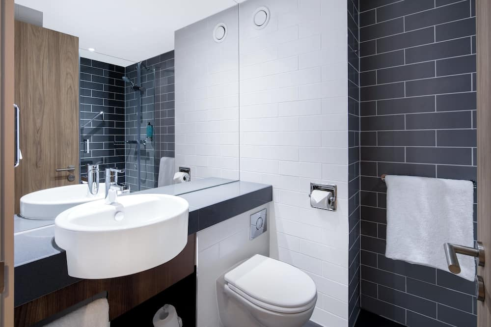 ห้องสแตนดาร์ด, เตียงใหญ่ 1 เตียง และโซฟาเบด - ห้องน้ำ