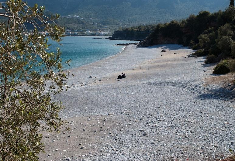 كافو كورتيا, مونيمفاسيا, الشاطئ