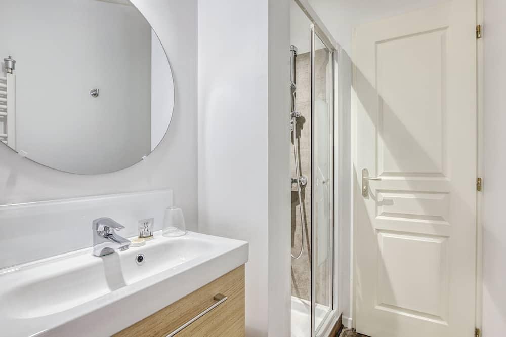 Small Attic Room - Bathroom