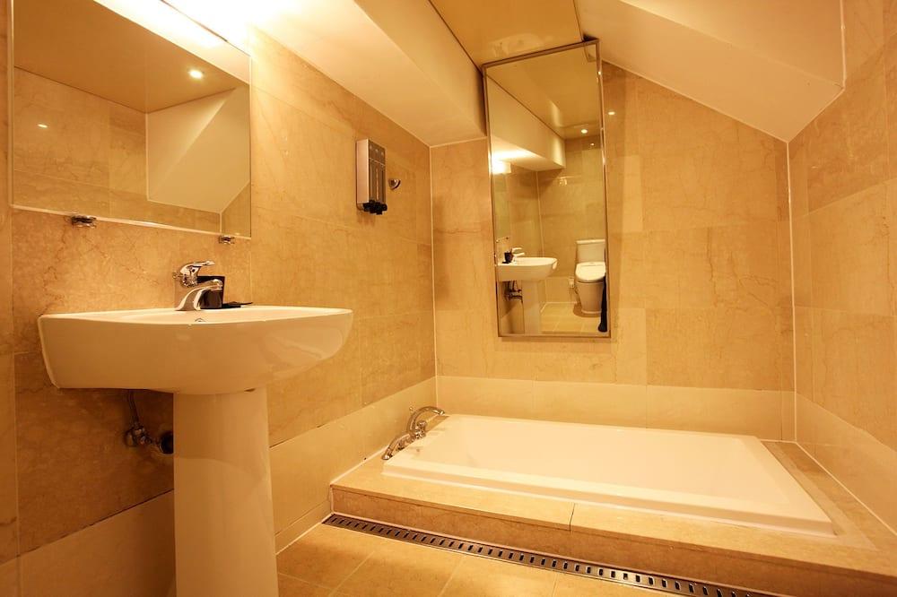 Suite, 2 kamar tidur (B) - Kamar mandi