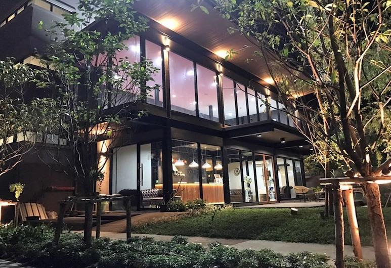 Letana Hotel, Bang Phli