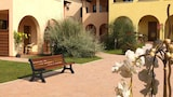 Choose This Cheap Hotel in Campiglia Marittima