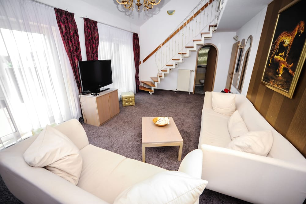 Family Suite - Living Room