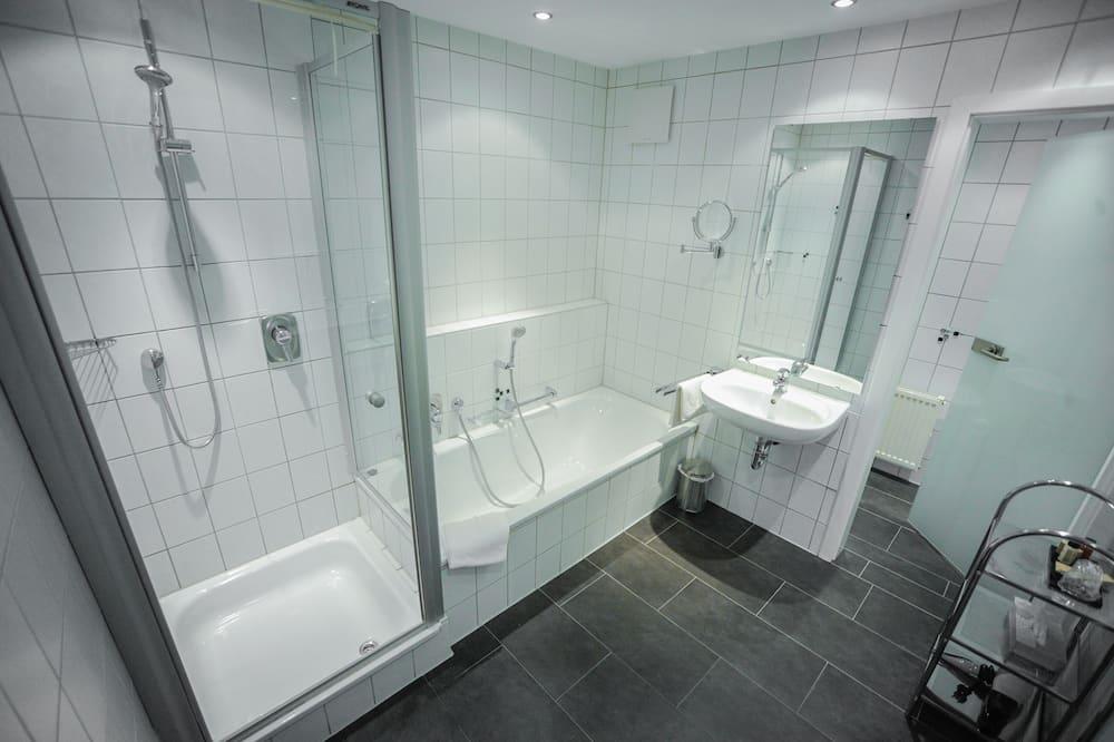 Deluxe Double Room, Bathtub - Bathroom