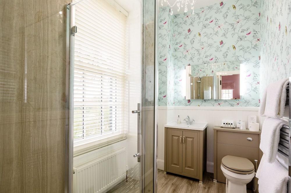 Dvojlôžková izba typu Superior, 1 extra veľké dvojlôžko - Kúpeľňa