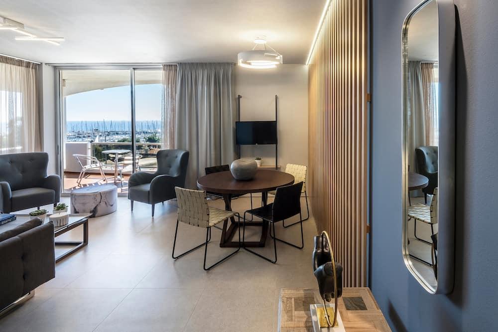 Premium Apartment, 2 Bedrooms, Sea View (Family) - Living Area
