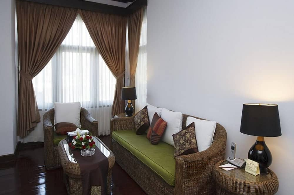 Phòng Suite (Ambassador) - Khu phòng khách