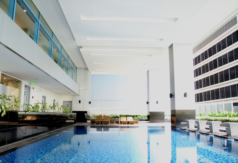 CSuites at Two Central Residences, Makati, Binnenzwembad