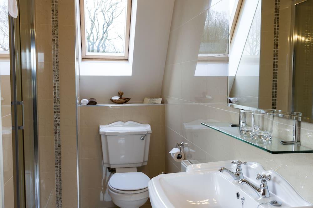 Deluxe vierpersoonskamer, en-suite badkamer, uitzicht op meer (Lake View Room) - Badkamer