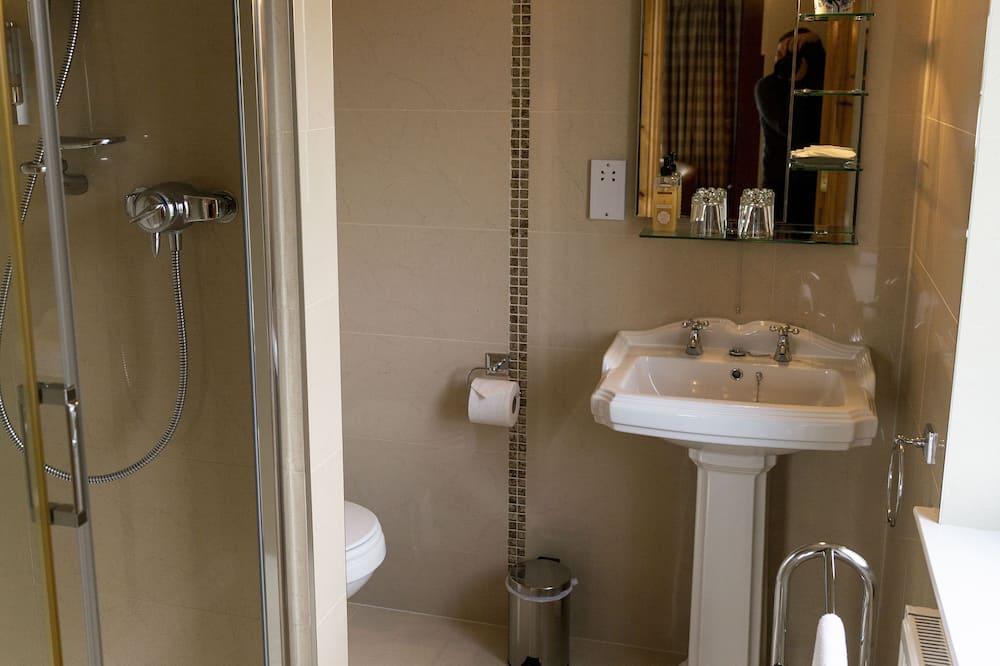 Deluxe tweepersoonskamer, en-suite badkamer, uitzicht op meer (Heron View Room) - Badkamer