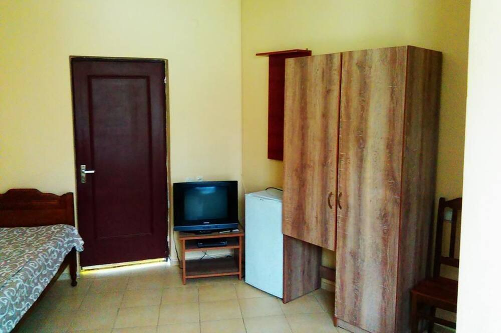 Standard Quadruple Room - Living Room