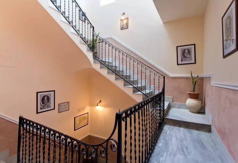 BB4U Apartments, Palermo, Interior Entrance